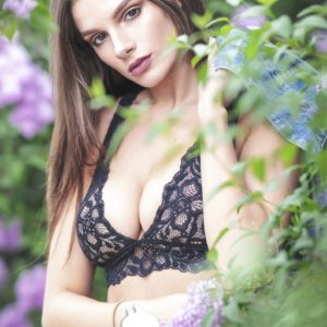 Vanquish Magazine - September 2018 - Carina Paige 3